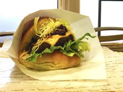 スタッフおすすめパンブログ第137弾「麦音の豊西牛チーズバーガー」