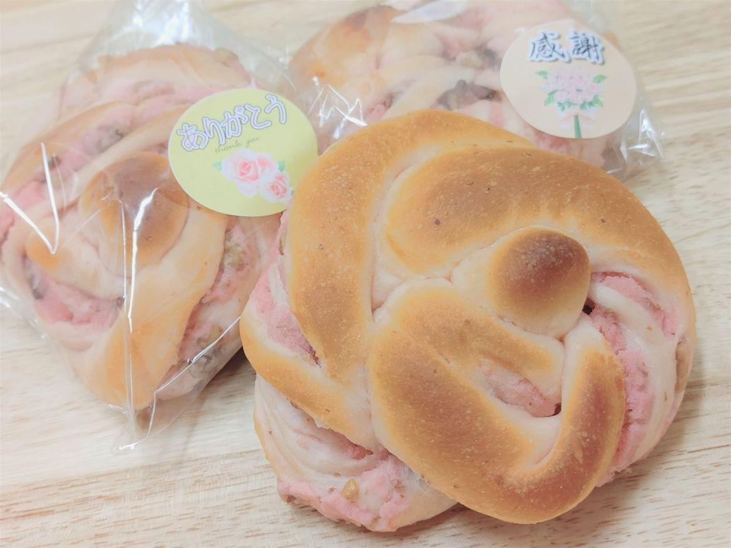 もうすぐシルバーウイークですね。 中々、旅行などは難しいですが、美味しいパンで少しでも笑顔になっていただけたら嬉しいです。  今日は新商品のご案内です。  ローズ...