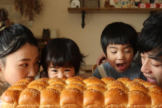 皆様、いつもますやパン各店をご利用いただき誠にありがとうございます。 いよいよ明日26日より、ベビーパン1枚(40山)での販売をスタートさせていただきます。  ベビーパンは 年...