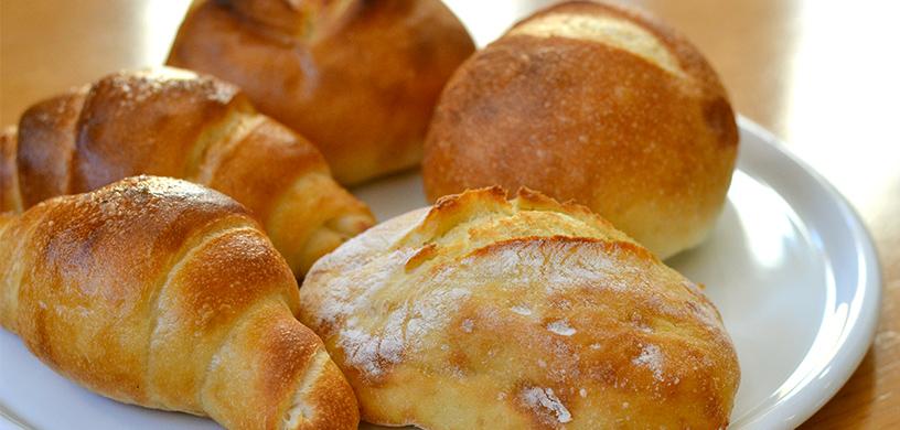 芽室産小麦100%のパンたちが並びます